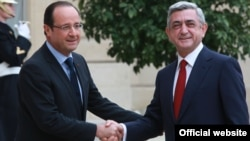 French President Francois Hollande (L) meets his Armenian counterpart Serzh Sarkisian at the Elysee Palace, Paris, 12Nov2012