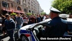 Yerevanda polis əməkdaşı