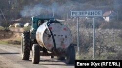 Резервное под Севастополем: подвоз воды и Сухая речка (фотогалерея)