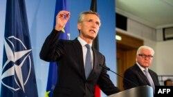 Jens Stoltenberg və German Foreign Minister Frank-Walter Steinmeier