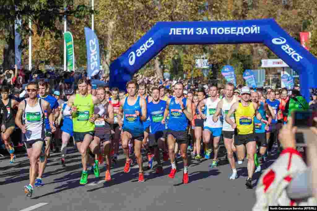 Международный сочинский марафон стал уже традиционным и проводят его в ноябрьские праздники.