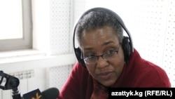 """Памелла Спратлен в бишкекской студии """"Азаттыка"""" 9 февраля 2012 года"""