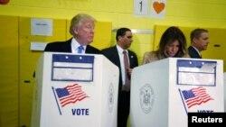 Републиканскиот претседателски кандидат Доналд Трамп и неговата сопруга Меланија Трамп на гласањето во Њујорк