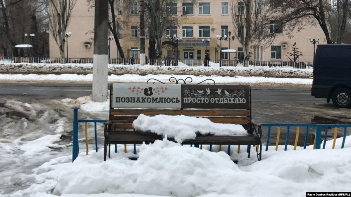 «Идейные получили – теперь принудительно». Как давят на «бюджетников» в Луганске из-за российских паспортов