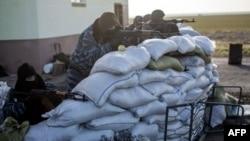 Озброєні проросійські бійці блокують в'їзд до Криму, 10 березня 2014 року