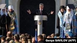 За словами президента України, РПЦ стала «на шлях самоізоляції та конфлікту із світовим православ'ям» подібно до того, як «Росія протиставила себе усій світовій спільноті»