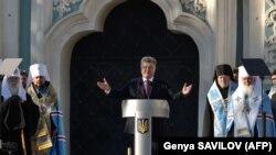 Петр Порошенко выступает на Софийской площади в Киеве