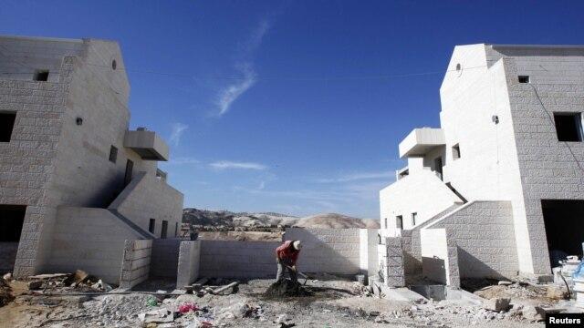 Radnik u jednom od novih jevrejskih naselja Maale Adumim u blizini Jerusalima