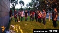 Зажжение свечей в память о жертвах теракта в Орландо, Ереван, 13 июня 2016 г.