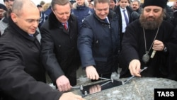 Менее года тому назад была с помпой проведена церемония закладки первого камня в строительство Балтийской АЭС