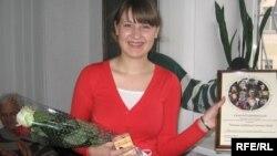 Вікторыя Старасьценка атрымлівае ўзнагароду як пераможца конкурсу супраць сьмяротнага пакараньня, 2009 год