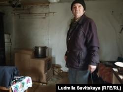 Борис Исправников в каморке за стеной у почты