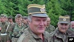 Ratko Mladic (öndə)