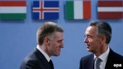 Igor Llukshiq (majtas) dhe Jens Stoltenberg në selinë e NATO-s në Bruksel
