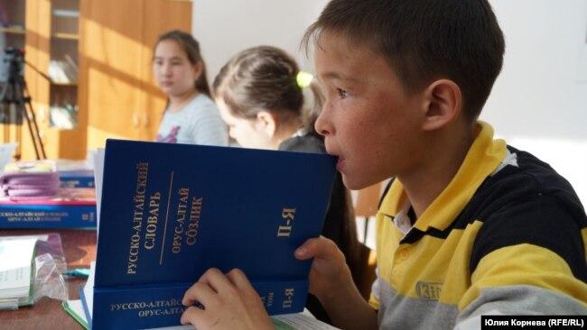 Курмач-Байголдағы мектеп оқушылары.