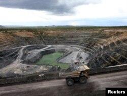 Австралияның Рейнджер уран кенішіндегі жүк көлігі.