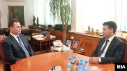 Архивска фотографија: Средба на премиерот Никола Груевски со лидерот на СДСМ Зоран Заев.
