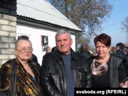 Сестры паэта Тамара, Валянціна й брат Віктар