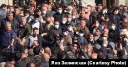 Митинг у здания парламента Армении, Ереван, 11 ноября 2020 года