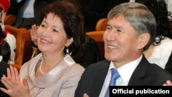 Президент Алмазбек Атамбаев с супругой Раисой Атамбаевой. Архивное фото.