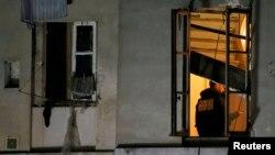 Күдікті содырлар бекінген пәтердің терезесі. Париж, 18 қараша 2015 жыл.