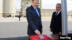 İlham Əliyev Naxçıvan sement zavodunun açılışında.