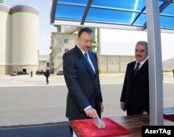 İlham Əliyev və Vasif Talıbov Naxçıvan Sement Zavodunun açılşında - 2012