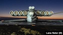 Една от най-необичайните съветски военни разработки - екранопланът е пуснат на вода през 1987 г. Произведен е в един екземпляр