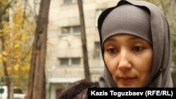 Шынара Бисенбаева, жена осужденного Саяна Хайрова. Алматы, 1 ноября 2013 года.