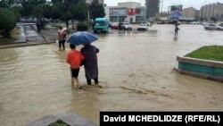 ძლიერი წვიმა და წყალდიდობა რუსთავში