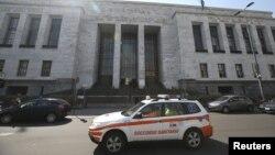 """""""Скорая помощь"""" перед зданием суда в Милане"""