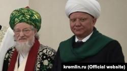 Тәлгать Таҗетдин (с) һәм Әлбир Крганов (у)