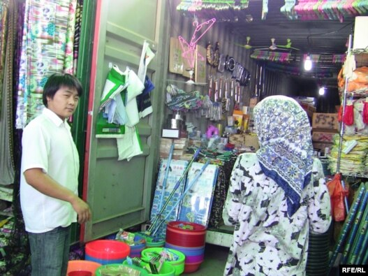 A Chinese market in Dushanbe – some Tajiks claim that Chinese businessmen enjoy the support of their government, which is why their goods are cheaper.