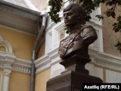 Ялтада Цесаревич Алексейга куелган бюст