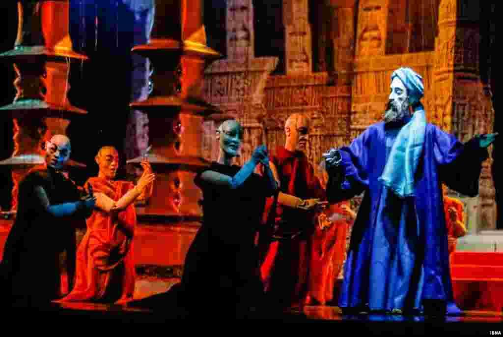 اپرای عروسکی سعدی ، به کارگردانی بهروز غریبپور و بر اساس زندگی و اشعار سعدی از ششم اردیبهشتماه در تالار حافظ تهران به روی صحنه رفته است
