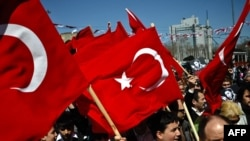 Не все граждане Турции рады видеть президента США у себя в стране. Акция протеста против визита Обамы 5 апреля