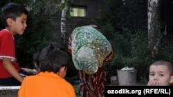Алматыда абақтыда жатқан өзбек босқындарының балалары. 29 тамыз 2010 жыл.