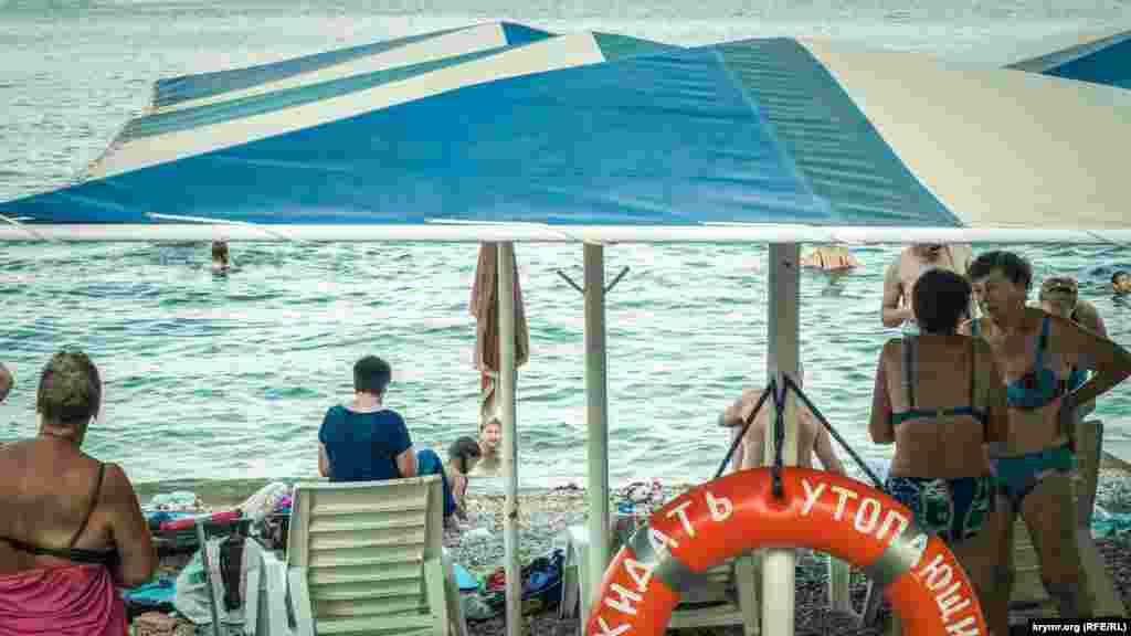 Большая часть пляжей оборудована спасательными пунктами