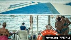 Пляж в Феодосии, архивное фото