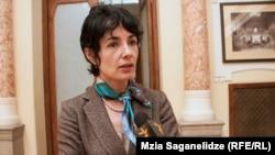 По словам посла, французские власти и французское посольство с большим энтузиазмом относятся к процессу передачи поместья Левиль Грузии