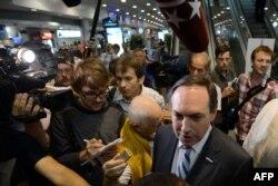 Вячеслав Никонов беседует с журналистами