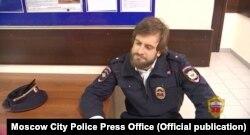 В апреле Петр Верзилов был задержан в полицейской форме