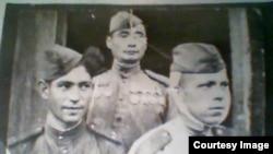 Ардагер Белсембек Рахымқановтың (ортада) соғыс жылдары түскен суреті.