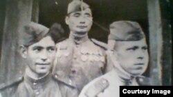 Бельсембек Рахимканов (в центре) на фото военных лет.