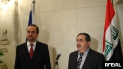 وزير خارجية التشيكي يان كواوت مع وزير خارجية العراقية هوشيار زيباري
