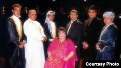 الفنانة فريدة محمد علي مع فرقتها