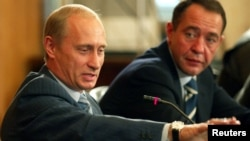 Владимир Путин и Михаил Лесин, август 2002 года