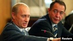 Lesin Vladimir Putinin birinci prezidentlik müddətində mətbuat naziri olmuşdu