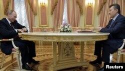 Віктор Янукович і Володимир Путін у Києві, 12 квітня 2011 року