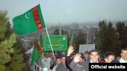 Käbir ýerli synçylaryň pikiriçe, býurokratiýa Türkmenistanyň bedenterbiýe we sport pudagynda-da az kynçylyklary döretmeýär.